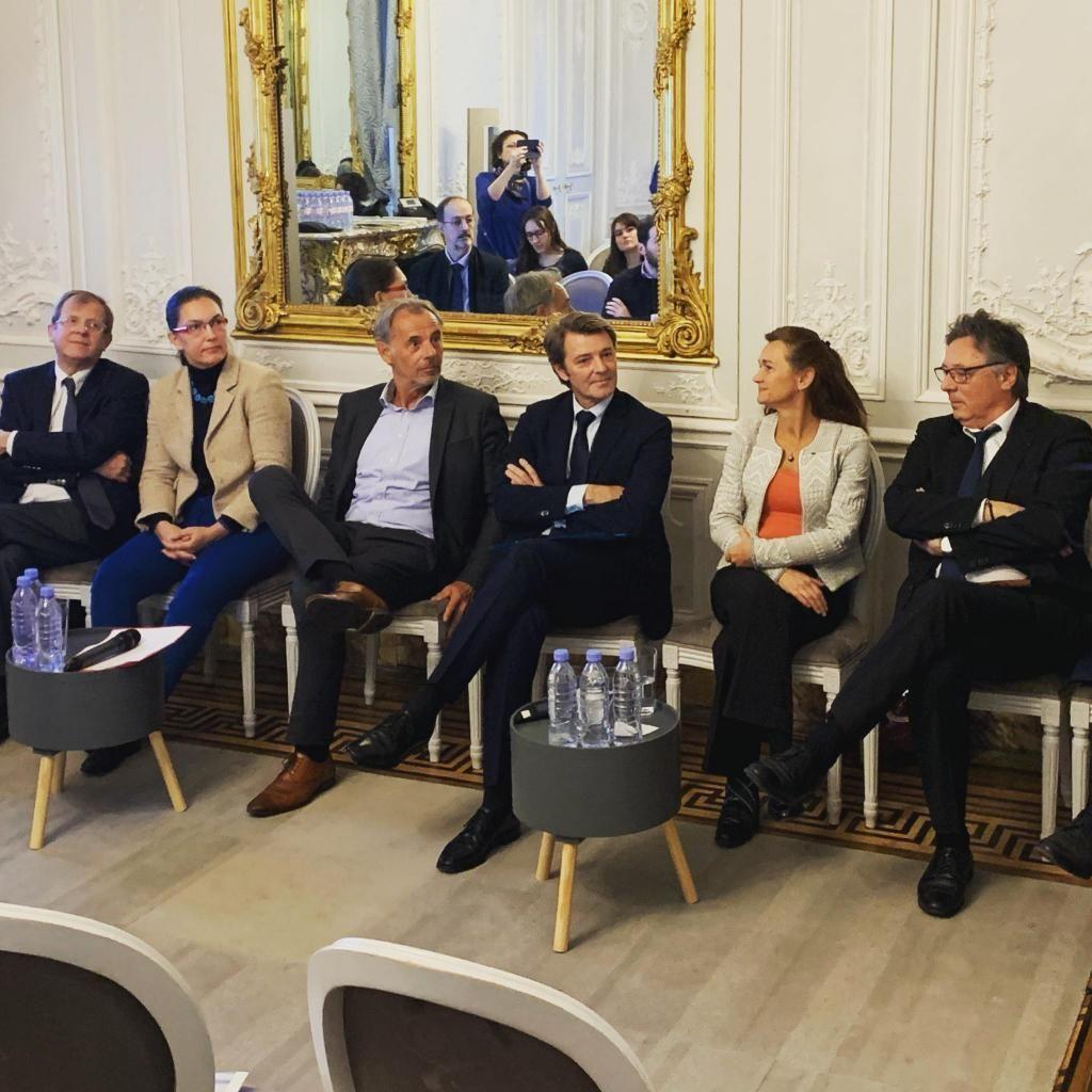 Les directeurs des établissements d'enseignement supérieur de la ville de Troyes réunis autour du maire, François Baroin (au centre). //©YSCHOOLS