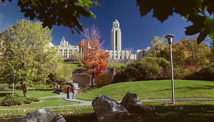 Pavillon Roger-Gaudry de l'université de Montréal. Particularité des études au Canada ? Des cours interactifs où l'on débat. //©UdeM
