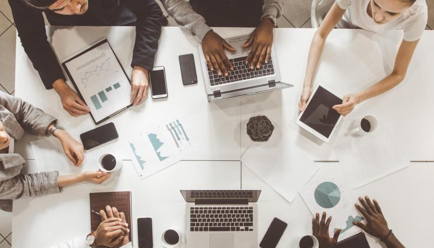 L'esprit d'initiative et les capacités d'adaptation sont des critères recherchés par les entreprises qui recrutent un jeune diplômé. //©xartproduction / Adobe Stock