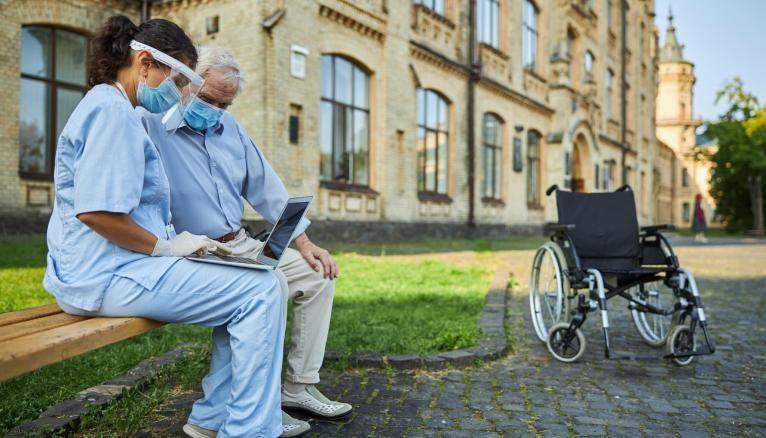 Les volontaires pourront participer à la réalisation d'activités de loisirs ou aider les aînés à utiliser les nouvelles technologies.