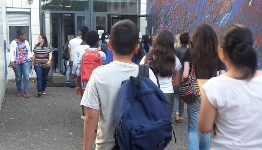 Jeudi 1er septembre 2016, première rentrée au collège Edmond-Michelet, à Paris, pour les élèves de sixième. //©Laura Taillandier