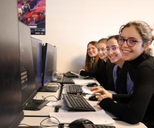 Lycéennes et collégiennes ont deux jours pour apprendre à coder.