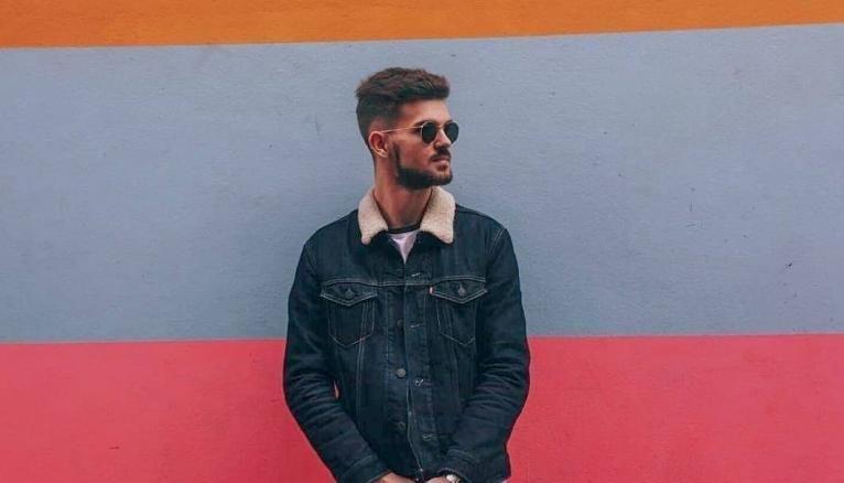 Henri, 24 ans, développer web à Saint Jean de Luz chez Boardriders a suivi une formation en alternance labellisée Grande école du numérique.