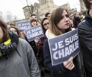 Minute de silence observée par les étudiants en journalisme de l'Institut de journalisme de Bordeaux en hommage aux victimes de l'attentat terroriste de Charlie Hebdo.