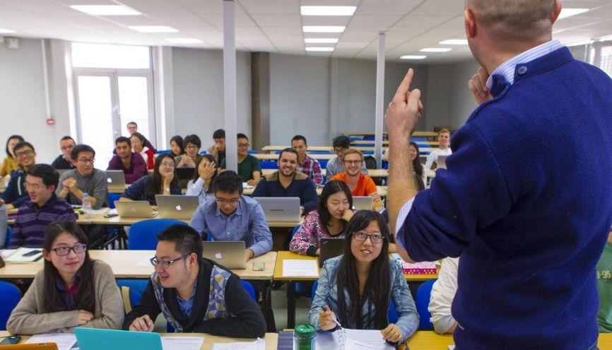 Bain multiculturel garanti au sein des MSc. Ici, l'école de commerce et de management Kedge Business School accueille de nombreux étudiants venus d'Asie. //©Sébastien Ortola/REA