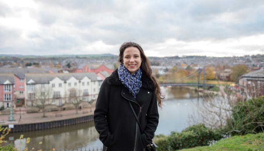 En troisième année de Bachelor à GEM, Florianne Romanet est en semestre d'échange dans le cadre d'Erasmus, à Exeter Business school. //©Jessica Lennan pour l'Etudiant