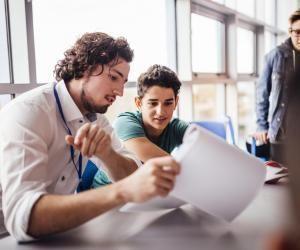 Pour trier les dossiers Parcoursup, les établissements prennent en compte les résultats scolaires, la motivation, ou la fiche Avenir.