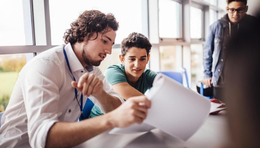 Pour trier les dossiers Parcoursup, les établissements prennent en compte les résultats scolaires, la motivation, ou la fiche Avenir. //©IStock/Dean Hindmarch