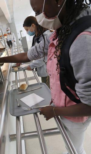 """Les cantines scolaires sont le """"maillon faible"""" de l'organisation des collèges et lycées."""