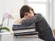Un job trop intense ou exercé trop d'heures dans la semaine peut nuire gravement à la réussite de vos études ! //©Plainpicture/WillingHoltz