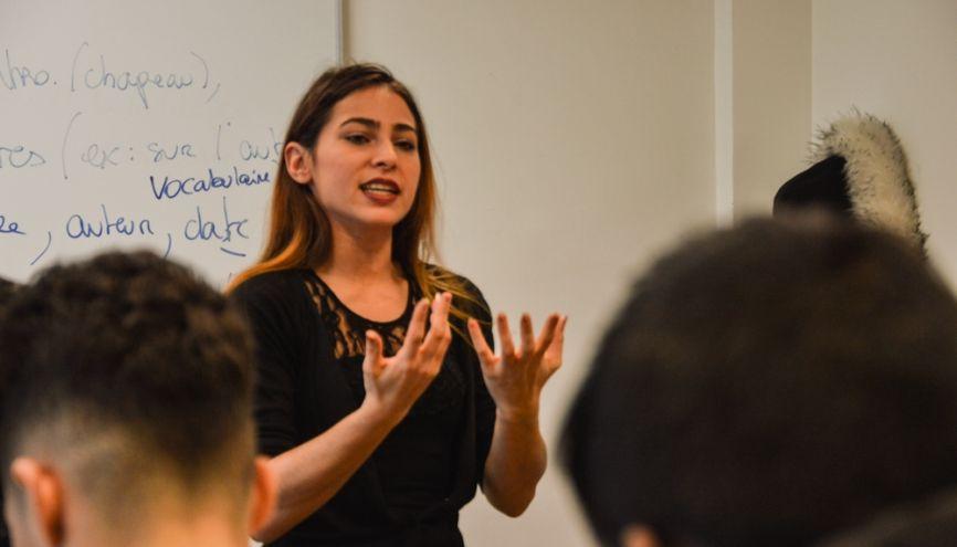 Maëli, enseignante-stagiaire, lors de son cours à ses élèves de seconde. //©erwin canard