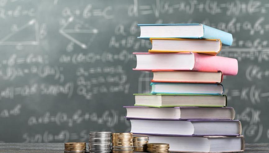 Si votre établissement vous le permet, vous pourrez donc constituer, de janvier à mai, votre dossier social étudiant (DSE) auprès du CROUS. //©Adobe Stock/ BillionPhotos.com