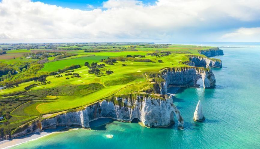 La Normandie dispose d'une offre balnéaire, culturelle et patrimoniale exceptionnelle. //©Adobe Stock/proslgn