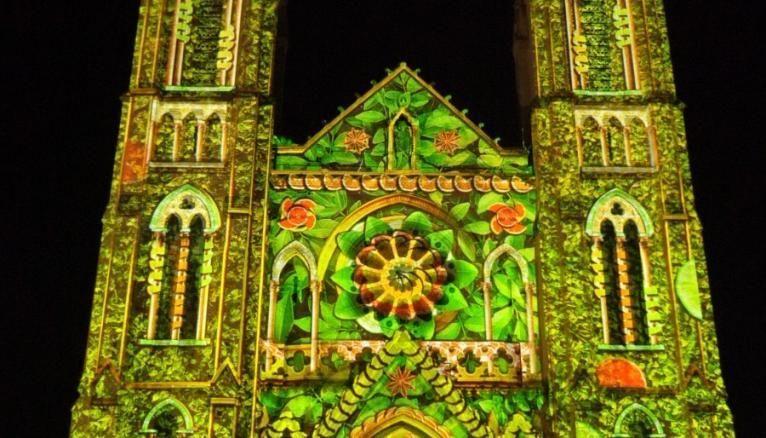 Un video mapping réalisé sur la cathédrale de Nîmes.
