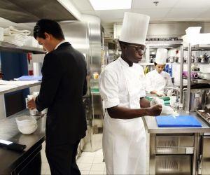 Réception, room service, cuisine... c'est près de 160.000 salariés que compte le secteur de l'hôtellerie en France. (Source : Union des métiers et des industries de l'hôtellerie.)