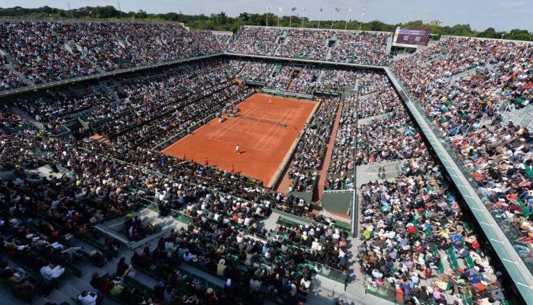 Un autre moyen de vivre les Internationaux de France de tennis que derrière son petit écran : y travailler !