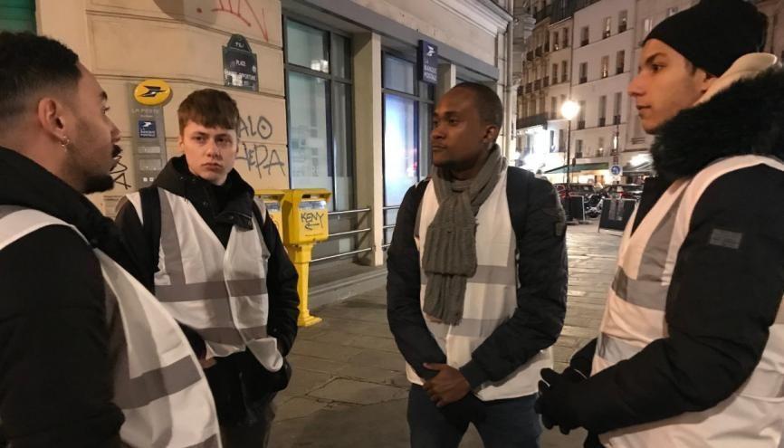 Plusieurs fois par semaine, des étudiants de l'Efrei se relaient en soirée pour faire des maraudes dans les rues de Paris. //©Clément Rocher