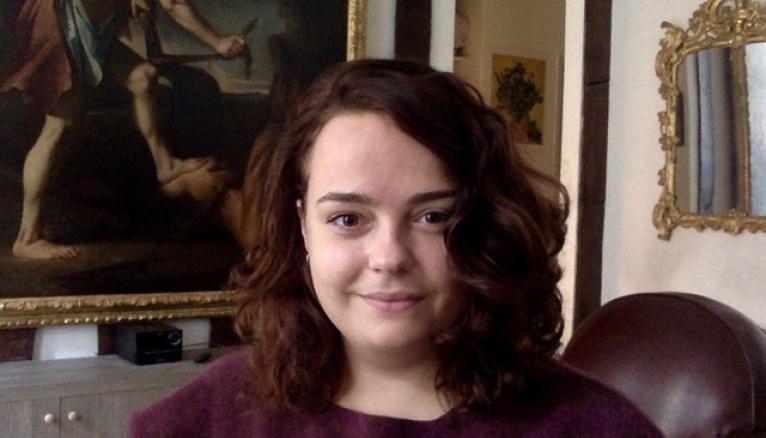 Actuellement, Anne Feller restaure un tableau de 1595.
