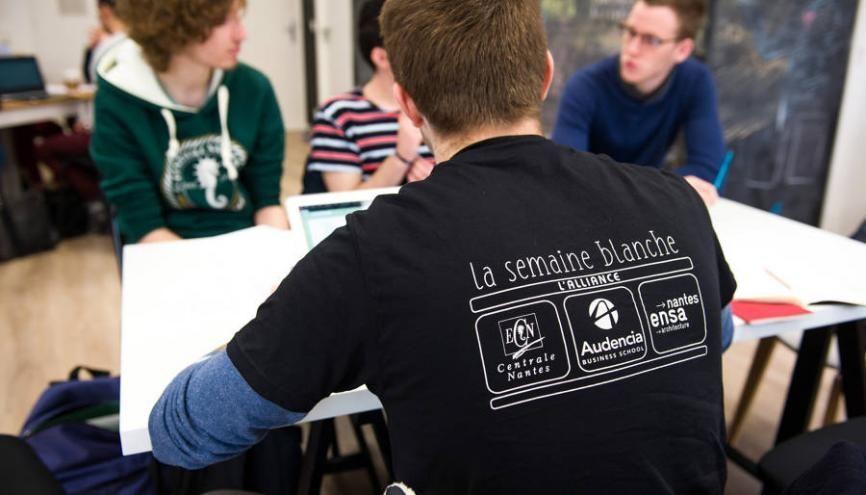 Plus de 900 étudiants, issus des trois écoles, ont été regroupés dans 21 ateliers thématiques. //©Audencia BS