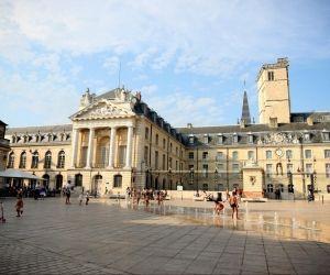 Le palais des ducs de Bourgogne, à Dijon, abrite l'hôtel de ville et le musée des Beaux-Arts.