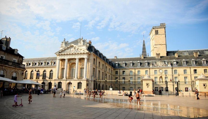 Le palais des ducs de Bourgogne, à Dijon, abrite l'hôtel de ville et le musée des Beaux-Arts. //©HAMILTON/REA