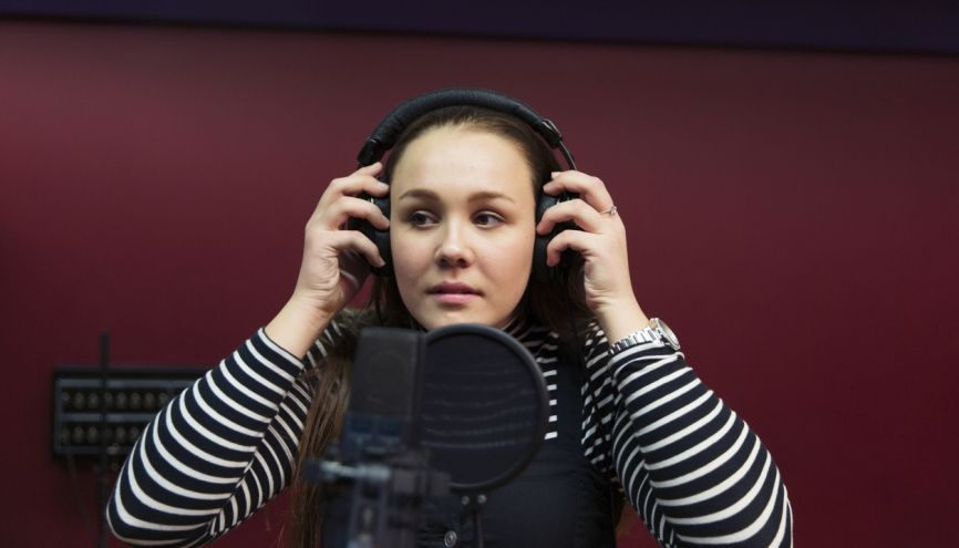 Participer à une radio lycéenne peut vous permettre d'obtenir des points supplémentaires pour votre inscription dans le supérieur. //©plainpicture/Caiaimages/Sam Edwards