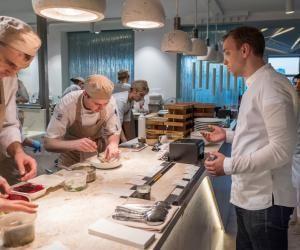 Le secteur de l'hôtellerie-restauration est accessible dès le lycée, du CAP au bac technologique.