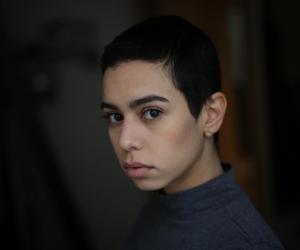 """Pour les besoins de son rôle dans """"Les Bracelets rouges"""", Hanane El Yousfi a dû renoncer à ses longs cheveux."""