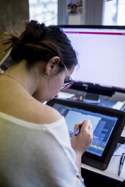 Aux Gobelins, chaque étudiant dispose d'un ordinateur et d'une tablette numérique fournis par l'établissement. //©Éric Garault pour L'Étudiant