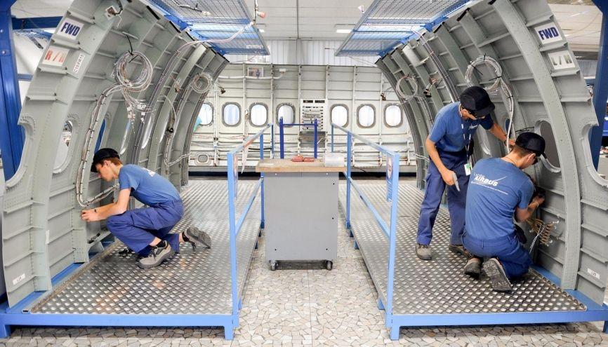 Contrairement aux élèves du lycée pro des métiers de l'aéronautique Airbus, de l'usine Saint-Eloi les diplômés de bac pro ou CAP/BEP peinent à trouver un emploi qualifié, selon l'OCDE. //©Lydie Lecarpentier/REA