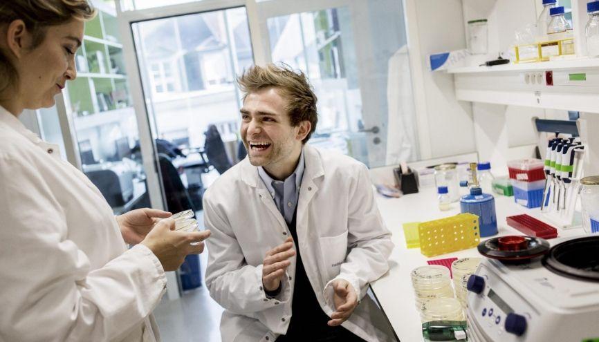 Xavier, 27 ans, est docteur en biologie de synthèse. //©Mat Jacob pour l'Etudiant
