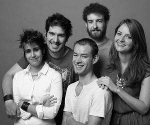 """Léa Parker, Victor Dulon, Gaël Lang, Pierre Herzig et Claire Bataille (de gauche à droite) ont écrit et réalisé """"Hé Mademoiselle""""."""