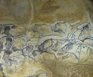 La fresque des lions dans la caverne du Pont d'Arc, réplique de la grotte Chauvet.