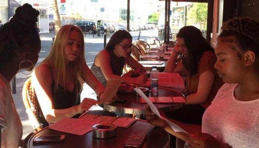 Difficile pour Samantha, Laura et Orianne de se détendre sans culpabiliser pendant cette période du bac. //©Jennyfer Sambat