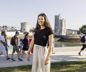Élia, 23 ans, en M2 direction des projets audiovisuels et numériques à l'université de La Rochelle.
