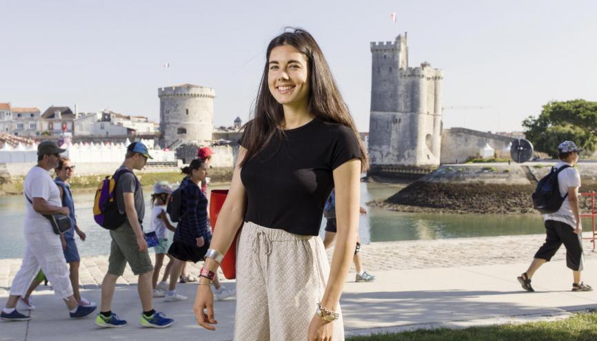 Élia, 23 ans, en M2 direction des projets audiovisuels et numériques à l'université de La Rochelle. //©Théophile Trossat pour l'Etudiant