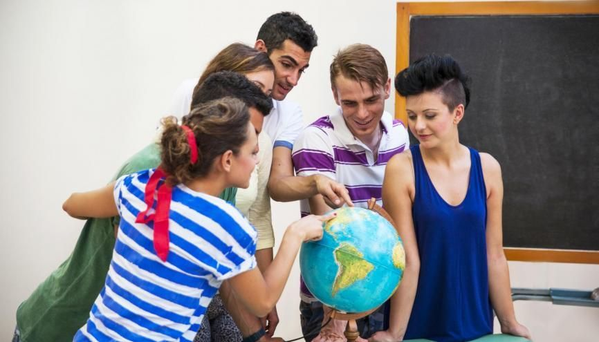 Voici les pays qui attirent le plus d'étudiants français. //©Adobe Stock/tecnofotocr