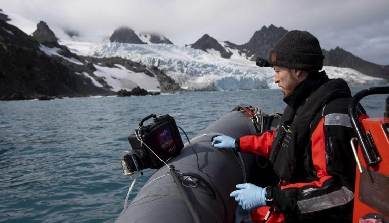 Nacim, en pleine mission en Antarctique.