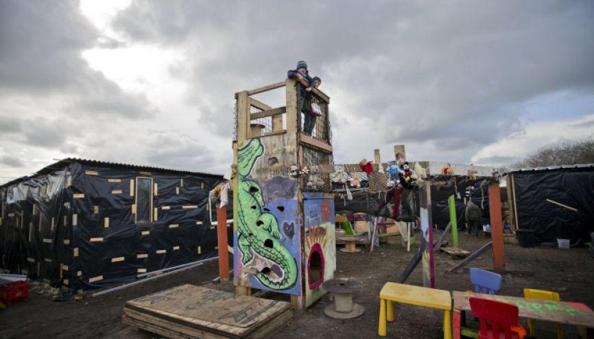 La cour d'école a été construite par des volontaires, dans la Jungle de Calais. //©Jess HURD/REPORT DIGITAL-REA