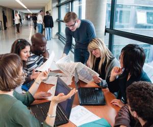 À Grenoble École de management, 47 % des étudiants ont intégré l'école par le biais des admissions parallèles.