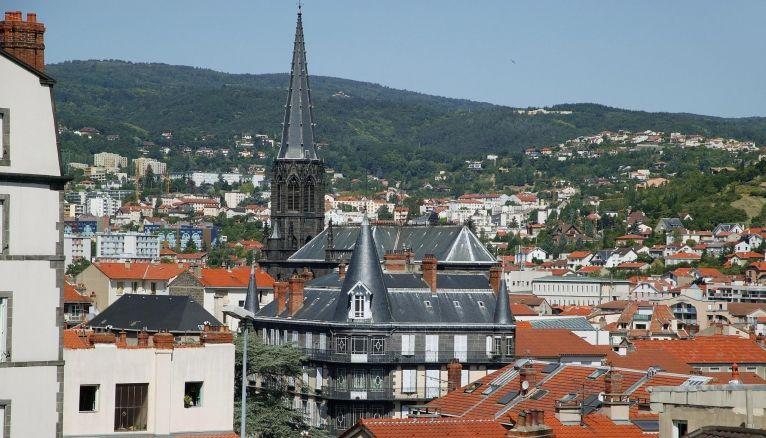 Au cœur de l'Auvergne, Clermont-Ferrand accueille quelque 30.000 étudiants dans ses deux universités.