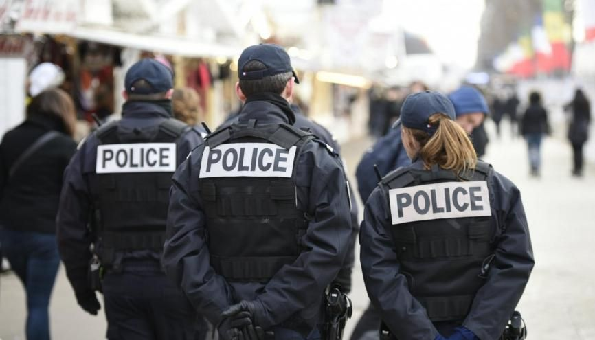 Pour entrer dans la police nationale, il vous faudra au minimum le bac. //©©Chen Yichen/XINHUA-REA