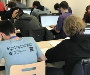 Cette année, 300 participants ont participé au concours international de programmation informatique.