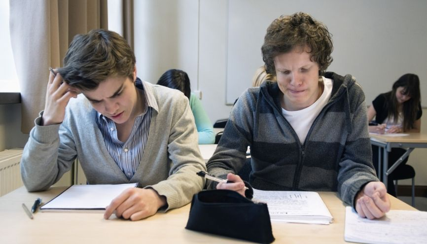 Au lycée, les élèves sont beaucoup plus autonomes qu'au collège. //©PlainPicture / Maskot
