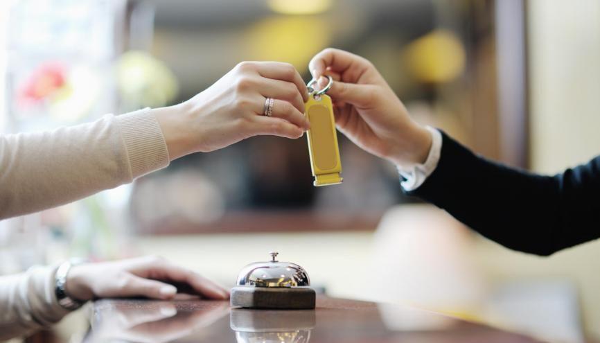Du réceptionniste au traiteur en passant par le cuisinier, le secteur de l'hôtellerie-restauration recrute chez les jeunes. //©Adobe Stock / .Shock
