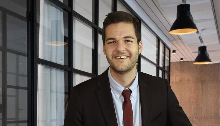 Dès l'obtention de son diplôme, Etienne a eu la chance de trouver un emploi dans l'entreprise où il a effectué son dernier stage. //©Photo fournie par le témoin