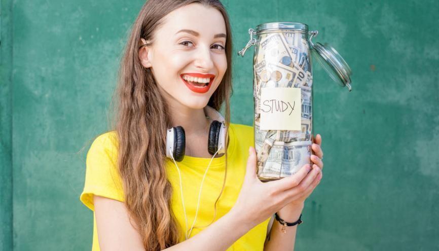 Gérer ses dépenses avec le livret jeune //©Fotolia