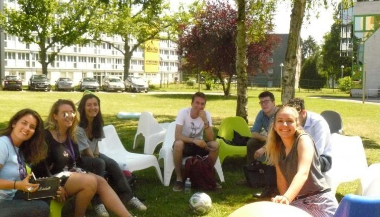 A Neoma Rouen, l'accueil admissibles repose sur une soixantaine d'admisseurs.