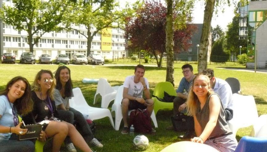 A Neoma Rouen, l'accueil admissibles repose sur une soixantaine d'admisseurs. //©Cécile Peltier