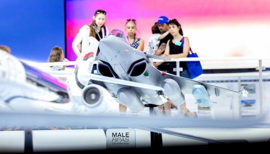 L'avion des métiers au Salon du Bourget : 3.000 m2 pour découvrir les métiers de l'aéronautique et de l'espace //©SIAE